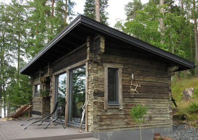 Vanhoista hirsistä sauna